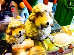La douceur du fromage de brebis. (fourmi_7) Tags: laitage lait étale marché laine douceur fromages brebis