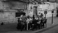 Family Lunch, sicilian way (DiSorDerINaMirrOR) Tags: sicilia sicily siracusa ortigia italy italia italien sony sonyalpha sonyalpha6000 sony6000 blackwhite bnw family kids people street streetview summer