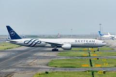 Air France F-GZNT @KIX (kuni4400) Tags: airfrance af afr fgznt skyteam b77w aircraft airplane kix rjbb a6000 sigmac015