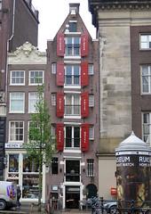 Amsterdam-May'17 (24) (Silvia Inacio) Tags: amsterdam amesterdão holanda holland thenetherlands tree árvore house window janela