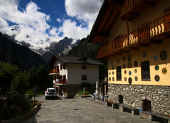 2017-07-26 (Giåm) Tags: courmayeur massifdumontblanc montblancmassif valléedaoste valledaosta valdouta alpi alpes alps alpen alperna italia italie italien giåm guillaumebavière