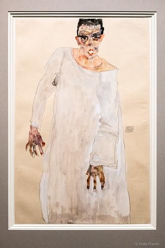 Egon Schiele: Selbstbildnis im weißen Gewand / Self-Portrait in White Garment, 1911
