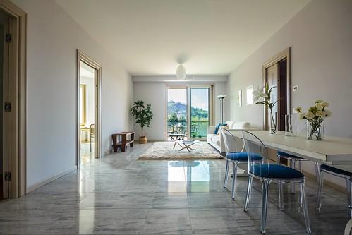 Il soggiorno della Residenza Smeraldo: luce e stile