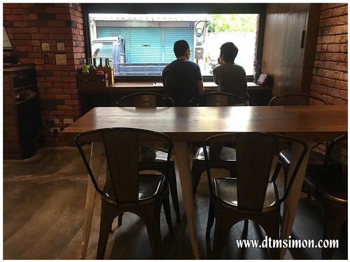 JUGGLER CAFE05.jpg