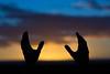 Pôr do Sol (ruimc77) Tags: nikon d810 tamron sp 70200mm f28 di vc usd por pôr sol sun sunset light luz noite noche puesta night dusk hand hands silhouete silhueta art color colors colour colours mao mão maos mãos mano manos barbalha ce ceara ceará brasil brazil tamronsp70200mmf28divcusd nikond810 bresil brèsil 巴西 ブラジル البرازيل ברזיל brazilië brasilien бразилия brasile 브라질