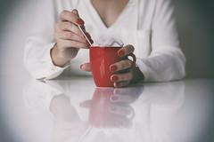 Sweet Coffee (CoolMcFlash) Tags: person woman sugar sweet canon eos 60d table reflection red rot female coffee cup frau zucker süs tisch spiegelung kaffee tasse fotografie photography zuckerwürfel tamron 2470