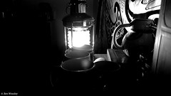 Ptite ambiance. (benweasley) Tags: lumière light lampe lamp ambiance ambience sombre dark ombre wall mur tenturemurale wallhanging room chambre stuff rétro oldschool shadow mug noiretblanc monochrome blackandwhite photographie picture photo photography art photographer