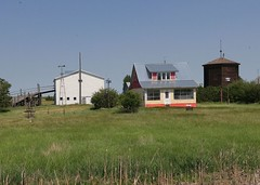 Saskatchewan Heritage Farm 20170713_124258 (CanadaGood) Tags: canada saskatchewan sk nokomis building agriculture farm house prairie cameraphone 2017 thisdecade canadagood colour color green blue white red watertower