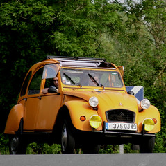 Citroën 2cv (pom'.) Tags: canoneos400ddigital 5000 angersloiremétropole anjou france europeanunion paysdelaloire maineetloire saintegemmessurloire loire authion 49 car vintagecar 2cv citroën2cv citroën 100 200 300 400 10000
