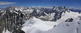 Le Massif du Mont Blanc, côté est, depuis l'Aiguille du Midi (3842m), Haute Savoie, Alpes, France