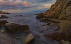 Atardecer con nubes. (antoniocamero21) Tags: atardecer nubes cielo agua mar rocas acantilado color foto sony paisaje marina playa cala tossa girona catalunya