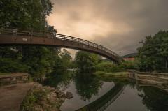 Pasarela del río Pas. (Amparo Hervella) Tags: puenteviesgo cantabria españa spain agua nube reflejo naturaleza paisaje largaexposición d7000 nikon nikond7000 comunidadespañola