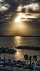 Tout l'or du monde (Fred&rique) Tags: lumixfz1000 hdr raw photoshop hérault matin aube soleil lever reflets bateaux reverbères nuages ciel paysage