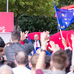 Martin Schulz (SPD) giving thumbs up at his speech in Cologne thumbnail