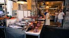 Origia Island, Siracusa, Sicily - Italy (DiSorDerINaMirrOR) Tags: market street streetview streetmarket fish fishmarket sicily sicilia siracusa ortigia urban citylife italy italia italien sony sonyalpha south sonyalpha6000 sony6000 summer work working people