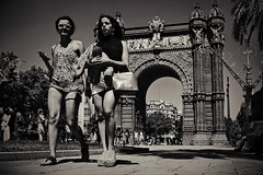 well built (Dirty Thumper) Tags: sonyphotographing sony alpha a7 a7ii ilcea7m2 ilce mirrorless minolta rokkor md sr 28mm prime legacy vintage manual wide mf bw monochrome travel city street candid woman girl girls monument arc arcdetriomf barcelona catalonia catalunya cataluña spain