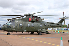 ZJ136 (GH@BHD) Tags: zj136 ehindustries eh101 merlin rn royalnavy fleetairarm raffairford fairford riat riat2017 royalinternationalairtattoo helicopter chopper rotor military aircraft aviation