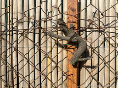 Trapped (Jürgen Kornstaedt) Tags: iphone 6plus colomiers occitanie frankreich fr