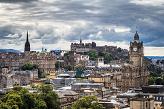 Edinburgh (Maximilian Kauß) Tags: 2017 canon eos 650d uk scotland schottland city cityscape sommer summer castle edinburgh tower hill calton schönwetterfotograf efs18135mm stm dslr fotogeilo allesfürdasfoto from above sky building urlaub holiday travel traveling raw reise stadt grosbritannien vereinigtes königreich united kingdom great britain abend evening greenside wolken clouds