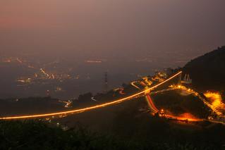 夕色中的微笑太平雲梯與梅山36彎(Taiping suspension bridge smiling light on)。