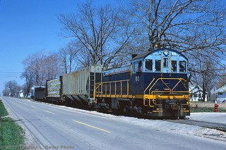 PORT HURON AND DETROIT SWITCH JOB LOCAL ROLLS SOUTH ALONGSIDE 32ND STREET - PORT HURON, MICHIGAN - MAY 1980