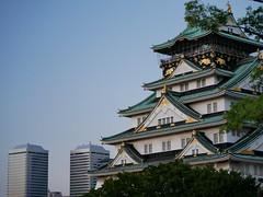 Modern and Traditional (yukky89_yamashita) Tags: 大阪 大阪城 ツイン21 osaka castle japan twin21 modern traditional