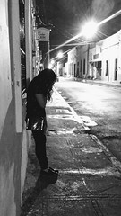 Sola (Esaú Alberto Canto Novelo) Tags: sola alone merida blackwhite nightphoto nightshot light streetphotography street atnight telephone