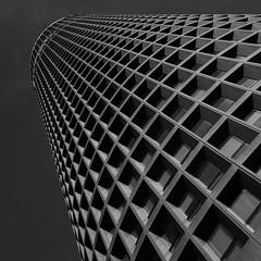 Lyon III - 01 (hr.herve) Tags: lyon tour crayon lcl créditlyonnais noir blanc nb wb white black blanco negro carré square auvergne rhône alpes rhônealpes samsung s8 minimalisme minimalism