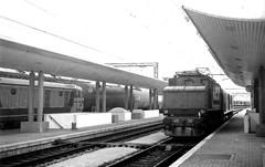 Treni90_24 (verul1968) Tags: treni trains vintage bianconero bw monochrome blackwhite 1990 italia italy friulivenezia giulia locomotore elettrico e626 fs electric locomotive loco italiana italian