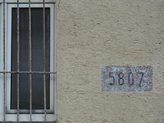 5807 - EXPLORE (MKP-0508) Tags: mainz mainzfinthen finthen layenhof alterflugplatz airfield flugplatz gebäude imeubles 5807 fenster window fenêtre gitter grid wall wand mur inexplore explore beautifulnumbers