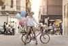 _M3_9789## (FrankCroft) Tags: primavera spring globos ballons bici bicicleta bicycle calle street flores frowers albacete flowerhead tocadodeflores diadema diadem frankcroft webmoda