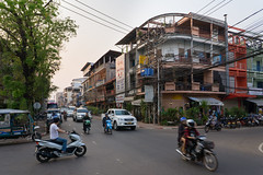 Evening traffic (kompetenzsackerl) Tags: laopdr laos southeastasia seasia asia dryseason city town vientiane setthatirathroad setthatirathrd traffic street road