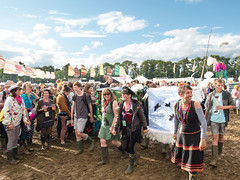 Children's Procession - WOMAD UK 2017 (whatapixel) Tags: womad 2017 womad2017 womaduk2017 worldofmusicartsanddance world music art arts dance festival fun summer live livemusic worldmusic gig concert july charltonpark malmesbury wiltshire england people sun colour procession mud sunshine color children carnival childrensprocession
