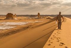 Kantenläufer (Karl-Heinz Bitter) Tags: afrika weisewüste africa ägypten desert dunes wüste white egypt travel dünen clouds