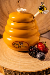 Honey Pot (ChicqueeCat) Tags: nikon d3300 40mm macro honey food tabletop stilllife