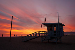 the cabin (tamasmatusik) Tags: santamonica losangeles beach beautiful springsunset sunset sundown sonnenuntergang lifeguardtower lifeguard baywatch cabin purple ocean pacificocean sony sonynex nex3n 20mm sky clouds sand spring march silhouette milc cloudporn california