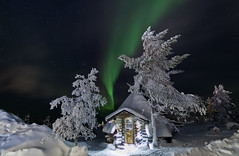Fairy tale house (Joost10000) Tags: northernlight aurora auroraborealis magnetic mysterious finland noorderlicht nordlicht green winter snow cold freezing beauty lapland suomi saariselka kelopirrti scenic stars night nightphotography longexposure arctic canon canon5d eos