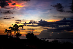 Paseando a Contraluz...!! (Nita_Fotos) Tags: • sun sundown clouds blue orange sea caribbean sol atardecer nubes azul naranja mar caribe sands arena playa lecheria venezuela contraluz laniñasalvajedelaselva