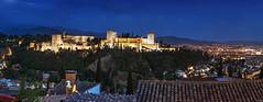 Alhambra (Granada) - Panorama (FH | Photography) Tags: spanien alhambra granada andalusien panorama pano stadt city nachtaufnahme blauestunde abends altstadt festung alandaluz dächer stimmung wahrzeichen sehenswürdigkeit landmark städtereise gebäude architektur geschichte albayzin skyline
