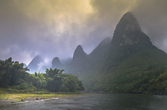 Guilin (E&R Clikz - Away !) Tags: guilin misty sky river glow china oriental green mountains mystical dream greenery water nature nikon nikond7000 earth landscape golden lightroom flickr dslr