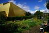 L'or de la bièvre - (2/5) - Jardin éclairé- (renécarrère) Tags: antony gymnase complexesportiflafontaine jardinspartagés architecture jardin