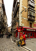 Calle Pamplona (SergioFresnedaBosch) Tags: bilbao personas músico ambulante