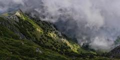 Laino dantza Anboton (eitb.eus) Tags: eitbcom 5764 g1 tiemponaturaleza tiempon2017 fenomenosatmosfericos bizkaia atxondo ibongorrotxategi