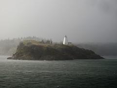 The Swallowtail Lighthouse in North Head on Grand Manan Island (Bay of Fundy), New Brunswick (Ullysses) Tags: swallowtaillighthouse lighthouse phare grandmananisland newbrunswick bayoffundy summer été fog brouillard northhead