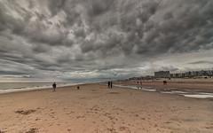 1000 shades of grey (H. Bos) Tags: zandvoort zandvoortaanzee amsterdambeach weer weather regen rain wolken clouds strand beach zee sea dezeekust