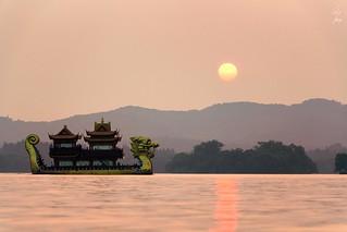 Dragon naviguant sur le Westlake - Dragon sailing on the westlake - 27/06/2017 - Hangzhou (China)