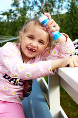 Eriell (livsillusjoner) Tags: portrait people young kid child children smile smiles smiling pink blue outside outdoor soapbubbles norway norge tooth teeth 2015