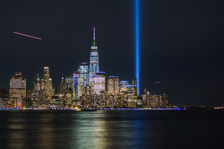 Homenaje a la luz the NYC Tribute In Light Honoring the Victims of 9/11 and Resiliency of a City