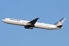 N69063 (JBoulin94) Tags: n69063 united airlines boeing 767400 washington dulles international airport iad kiad usa virginia va john boulin