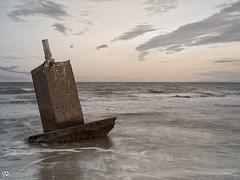 Punto geodésico. (:) vicky) Tags: punto geodesico valencia vickyepla visionarios olympus olympusdigitalcamera olas nubes playa atardecer nwn